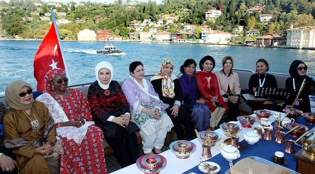 Emine Erdoğan, D-8 Zirvesine gelen liderlerin eşlerini ağırladı