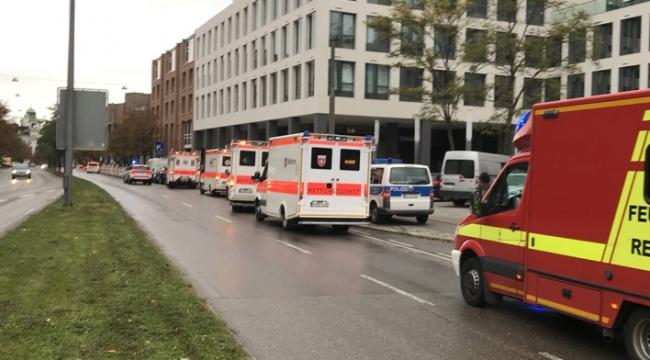 Almanyada bıçaklı saldırı: 8 kişi yaralandı