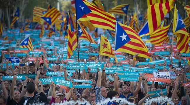 Madridin kararı Barcelonayı sokağa döktü