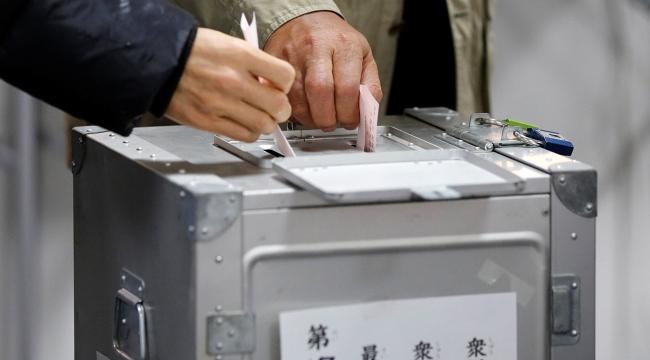 Japonyada halk genel seçimler için sandık başında
