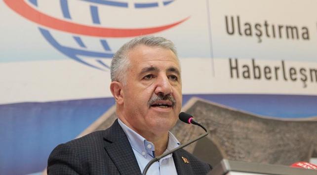 Türkiyeyi dünya ticaretinin merkezine oturtmalıyız