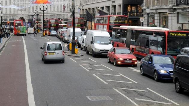 Londradaki eski araçlara trafik sıkışıklığı ücreti