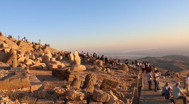 Nemrut Dağı ziyaretçi akınına uğradı