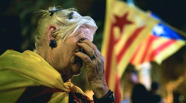Katalonyanın bağımsızlık ilanı kararı askıya alındı