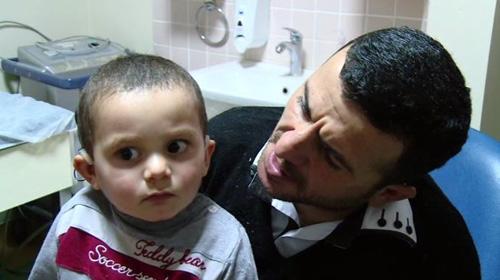 Doğuştan işitme engelli Sercan ve Fatıma ilk kez ebeveynlerinin sesini duydular