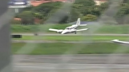 Uçak metrelerce sürüklendi