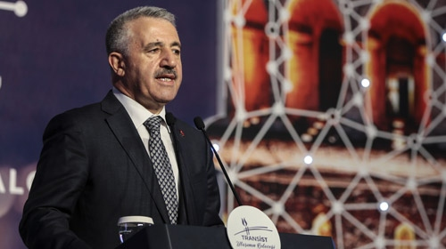 Bakan Arslan: Banliyö sistemleri metro standardına geliyor