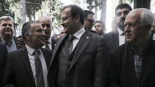 """Başbakan Yardımcısı Çavuşoğlu'dan Gümülcine'de """"yalnız değilsiniz"""" mesajı"""