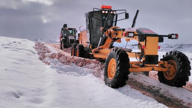 Toroslarda karayolları ekiplerinin kar mesaisi başladı