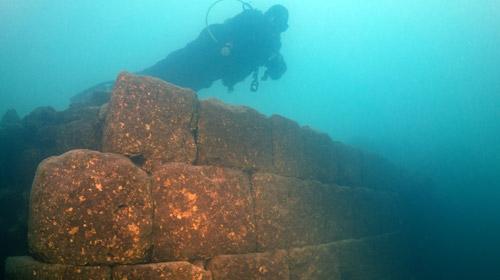 Van Gölü'nde kale kalıntısı bulundu