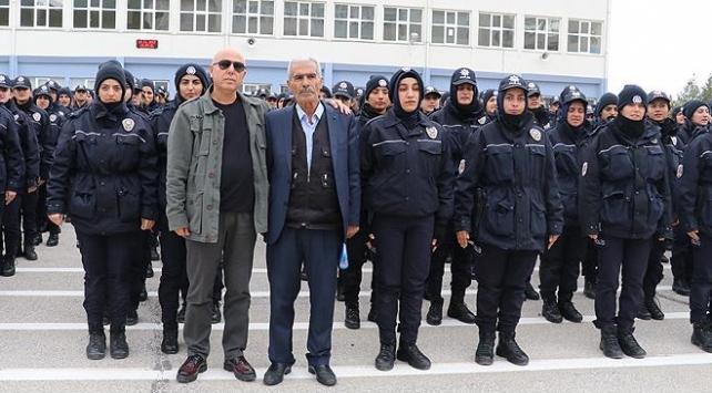 Şehit polis Fethi Sekinin babası polis adaylarıyla bir araya geldi