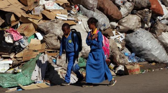Etiyopyada caddeler çöp yığınlarıyla doldu