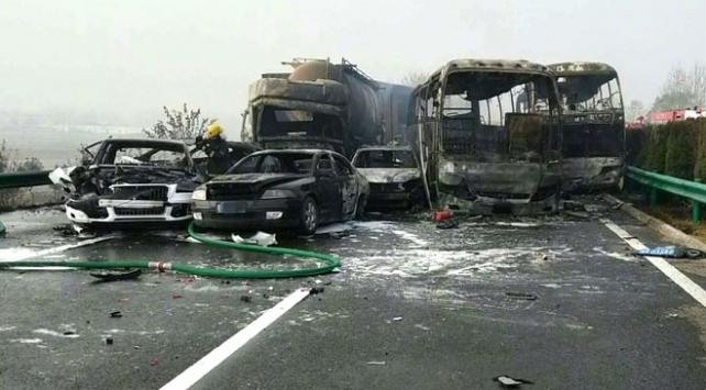 Çinde zincirleme trafik kazasında 18 kişi öldü