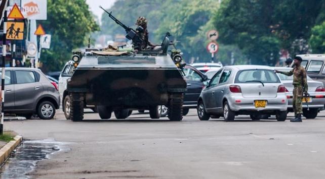 Zimbabvede ordu yönetime el koydu