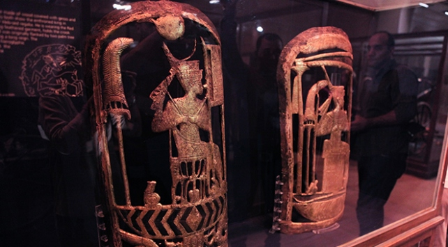 Tutankhamunun daha önce görülmemiş altın koleksiyonu