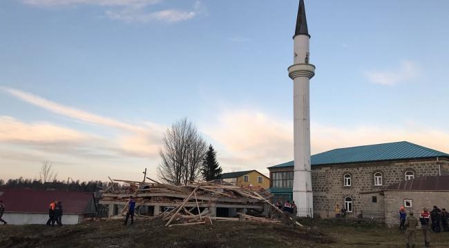 Trabzonda cami lojmanı inşaatı çöktü