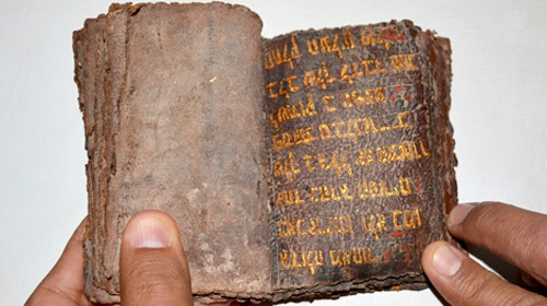 Muğlada 700 yıllık altın yazmalı Tevrat ele geçirildi