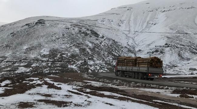Eğribel Geçidine mevsimin ilk karı yağdı