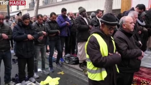 Fransada sokakta namaz gerginliği