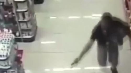 Kucağındaki bebeği ile çatışmaya girdi