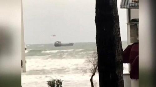 Bartın açıklarında sürüklenen geminin mürettebatı kurtarıldı