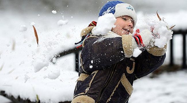 Trabzonun Şalpazarı ilçesinde eğitime 1 günlük kar tatili