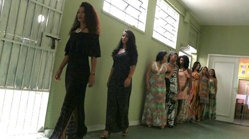 Kadın mahkumlardan güzellik yarışması