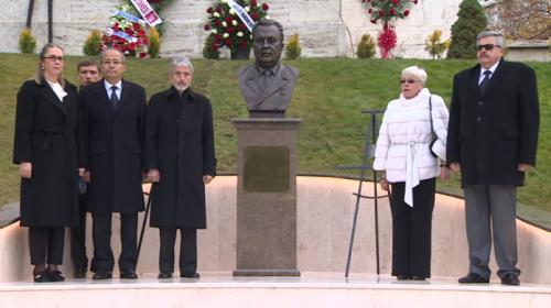 Rusyanın Ankara Büyükelçiliğine eski büyükelçi Andrey Karlovun büstü yapıldı
