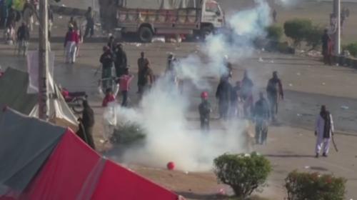 Pakistan'da seçim yasasındaki değişiklik protestoları şiddetlendi
