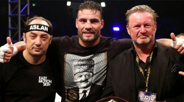 Suriyeli boksör, şampiyon olunca kemerini Cumhurbaşkanı Erdoğana hediye etti
