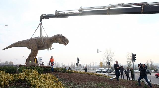 Ankaradaki dinozor maketi kaldırıldı