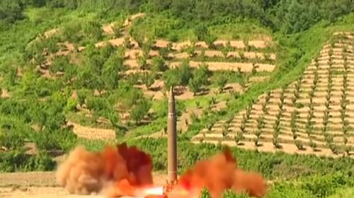 Füze denemesi bölgede tansiyonu yeniden yükseltti, Kuzey Kore'ye tepki yağıyor