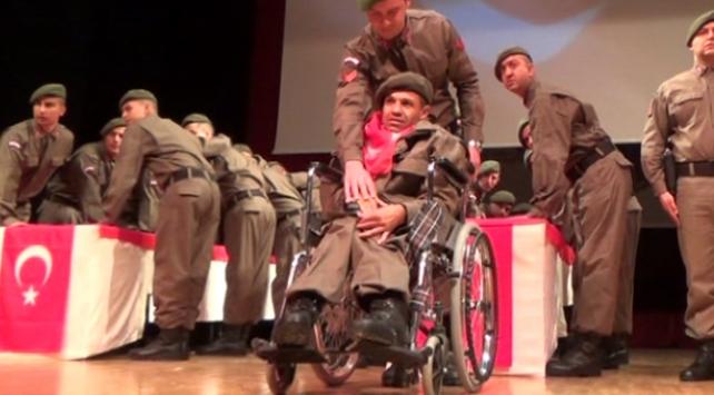 Engelli genç, asker olmanın gururunu yaşadı