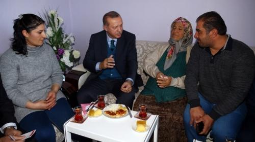 Cumhurbaşkanı, 11 yıl önce ziyaret ettiği ailenin evine gitti