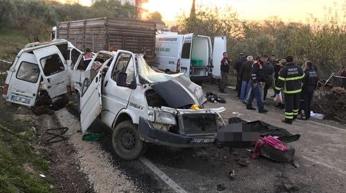 Hatay'da minibüs ile kamyon çarpıştı, çok sayıda ölü ve yaralı var