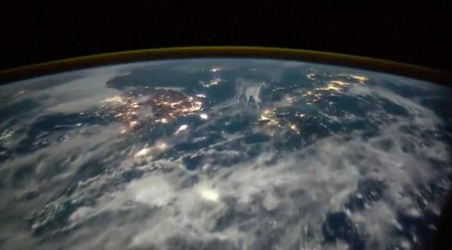 Dünyaya düşen yıldırımlar uzaydan böyle görüntülendi