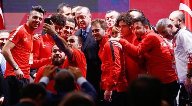 Cumhurbaşkanı Erdoğan Engelleri Aşanlar 2017 ödüllerini verdi