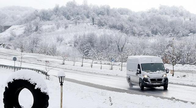 Doğuda kar yağışı 126 köy ve mahalle yolunu ulaşıma kapattı