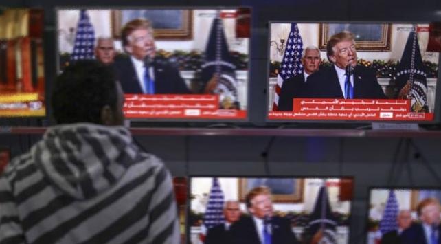 Trump Kudüsü iç politikaya alet etti