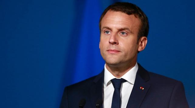 Macrondan Arnavutluk başbakanına milli marş özrü