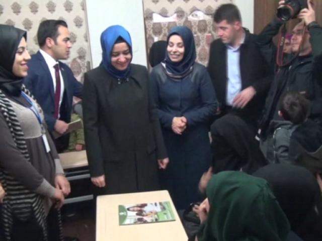 Aile ve Sosyal Politikalar Bakanı Kaya, Kiliste şehit ailesini ziyaret etti