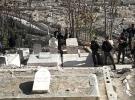 İsrail polisi düşmanca tavrını mezarlıklara da taşıdı