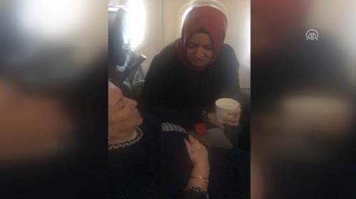 Uçakta fenalaşan yaşlı kadına ilk müdahaleyi Bakan Kaya yaptı