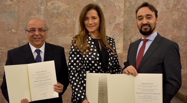 Almanyada üç Türke başarı ödülü verildi