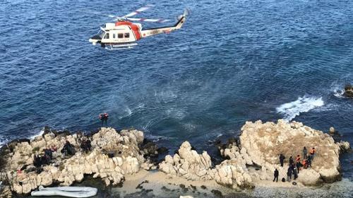 Kayalıklarda mahsur kalan göçmenlerin tamamı kurtarıldı