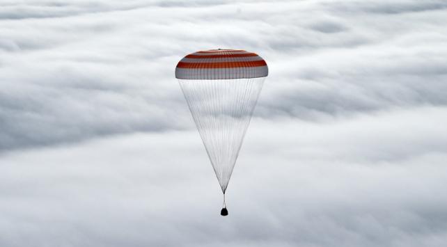 UUİde görev yapan 3 astronot dünyaya döndü
