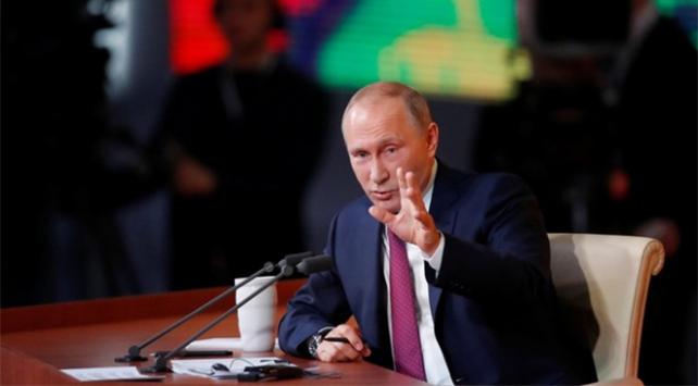 Putinden ABDye: Suriyeden Iraka kaçan teröristleri vurmuyor