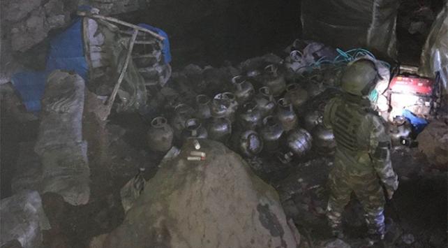 Tuncelide terör örgütüne ait patlayıcı ve yaşam malzemeleri ele geçirildi