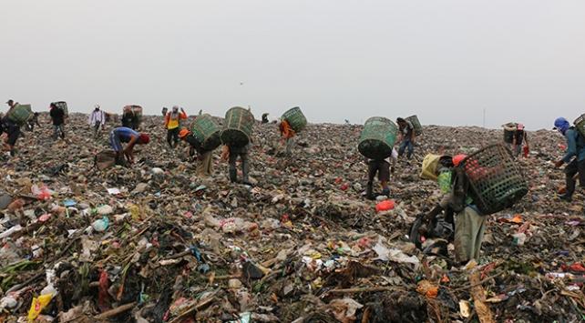 Çöp yığınlarının altında kalan 10dan fazla kişi hayatını kaybetti