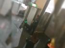 Düsseldorf Havalimanı'nda Türk yolcular köpeklerle arandı